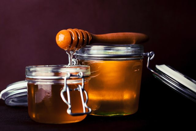 glass-honey-jar-8257